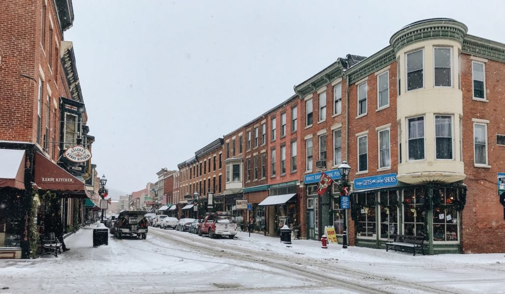 holiday shopping in downtown galena near our Bed and Breakfast in Illinois